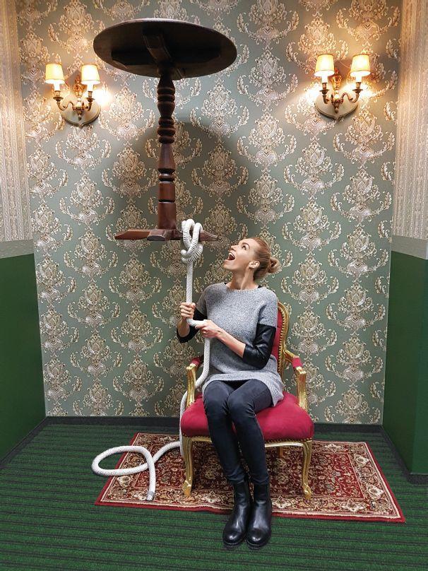 Hanka - levitační stoleček malá.jpg